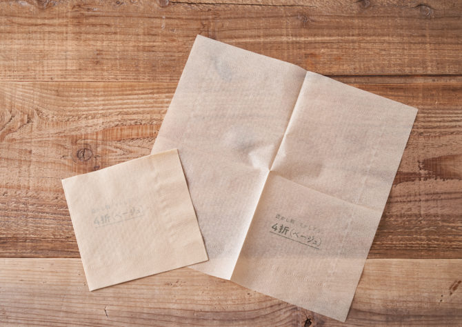 卓上紙ナプキン 4折 ベージュの写真